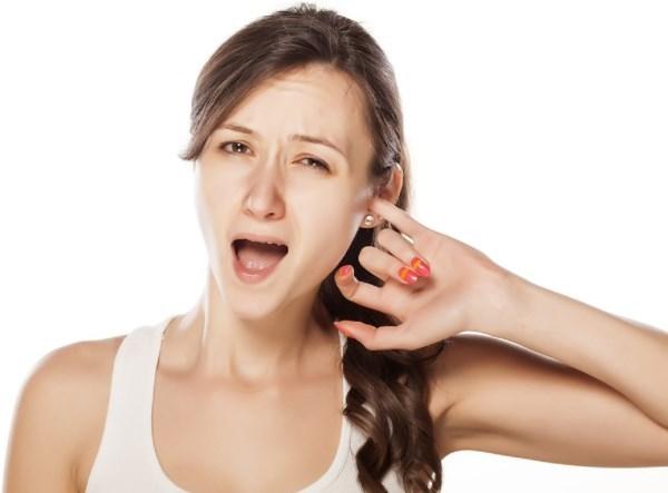 Перхоть в ушах: причины, симптомы, лечение