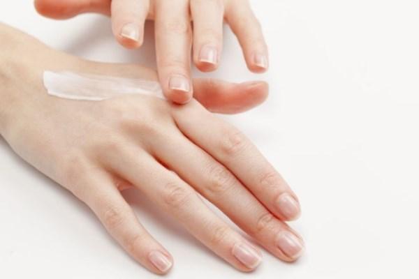 Недорогая мазь от дерматита на коже лица, рук у взрослых и детей