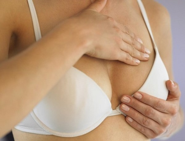Покраснения на грудине у женщин