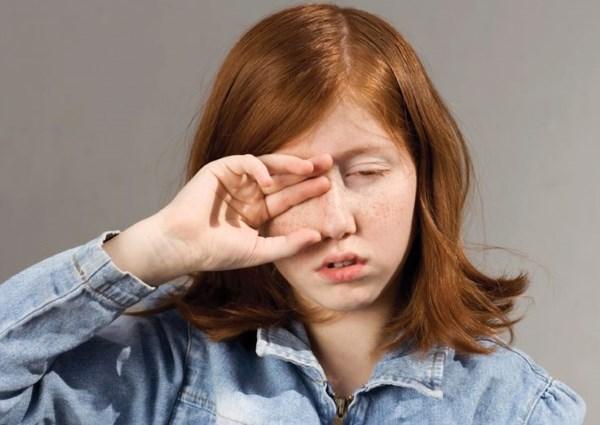 Покраснение и шелушение кожи век. Причины и лечение кожи вокруг глаз