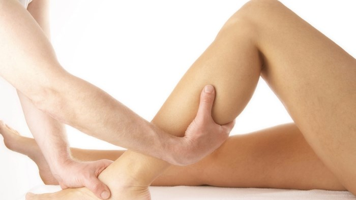 Причины боли в пятках ног при ходьбе, больно наступать. Как лечить, народные средства