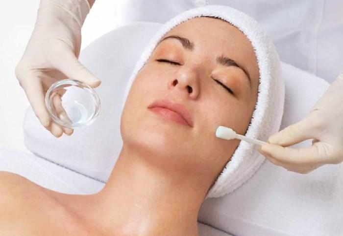 Удаляем жировик на лице в домашних условиях мазью, хирургическим путем, лазером. Видео