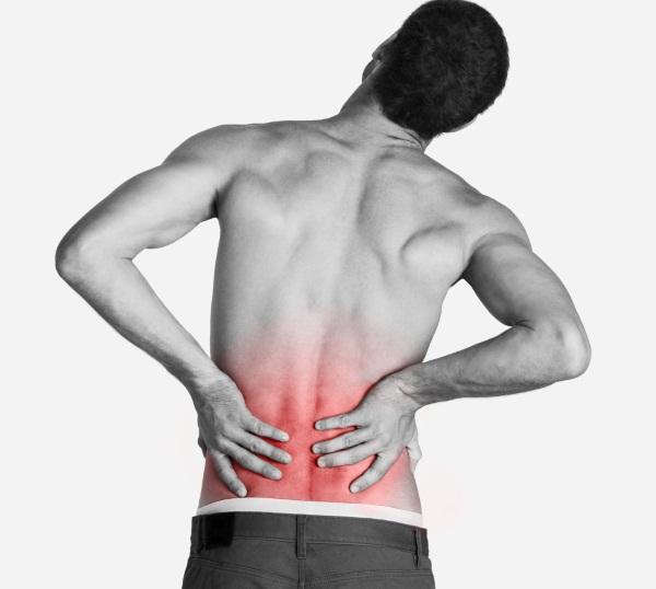 Боль в спине в области поясницы и отдает в ногу: причины того, почему болит (справа или слева)