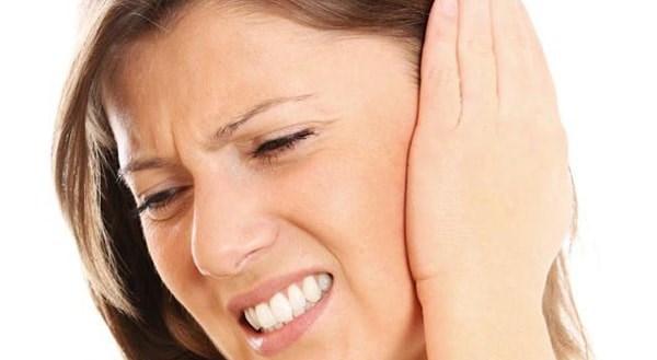 Боль в ухе. Первая помощь, обезболивание, что делать, чем лечить в домашних условиях