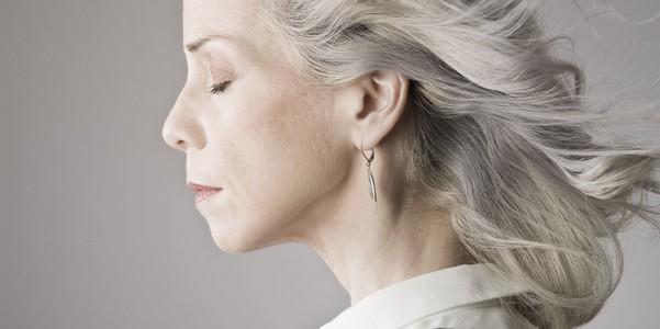 Климакс у женщин – что это, признаки, симптомы, когда наступает ранний, приливы при климаксе, препараты и витамины после 40, 45, 50 лет