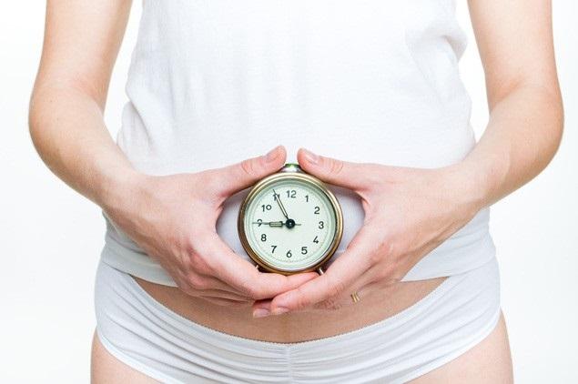 Температура 37 у женщины без симптомов, держится неделю. Причины
