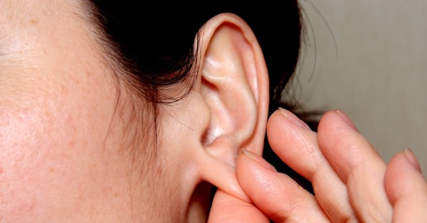 Что делать, если стреляет ухо? Как убрать заложенность, боль и стреляние в домашних условиях