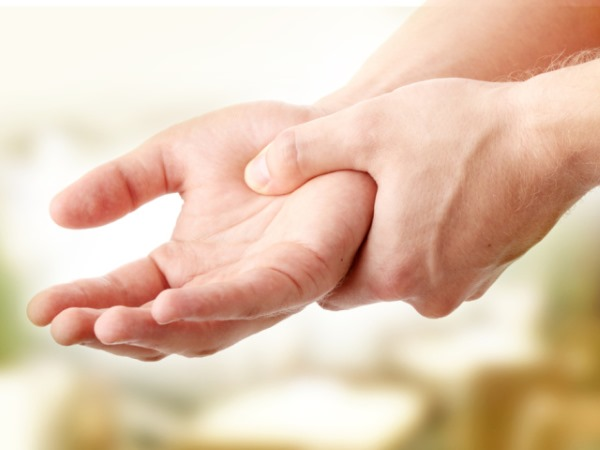 Немеют пальцы рук причины и что делать лечение онемения почему оно бывает