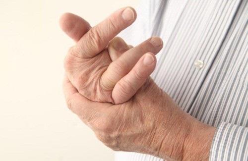 Почему болят суставы пальцев на руках