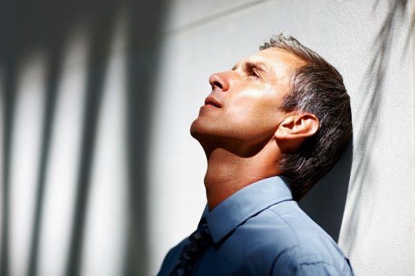 Кризис среднего возраста у мужчин и женщин. Причины и симптомы, во сколько начинается, сколько длится, что делать