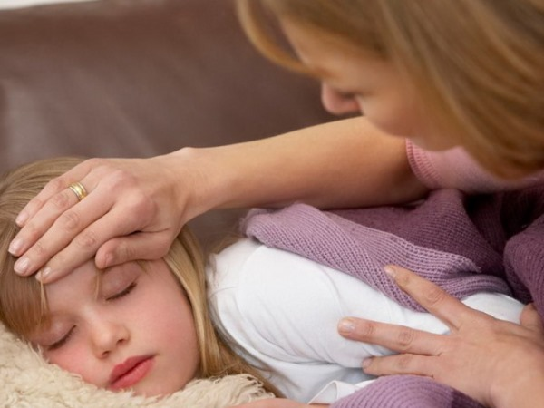 Пищевое отравление у взрослого и ребенка. Признаки, симптомы без рвоты и поноса, что делать, первая помощь, лечение