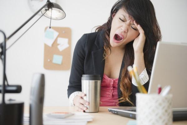 Металлический привкус во рту. Причины, от чего у женщин при беременности, после еды, с утра. Как убрать