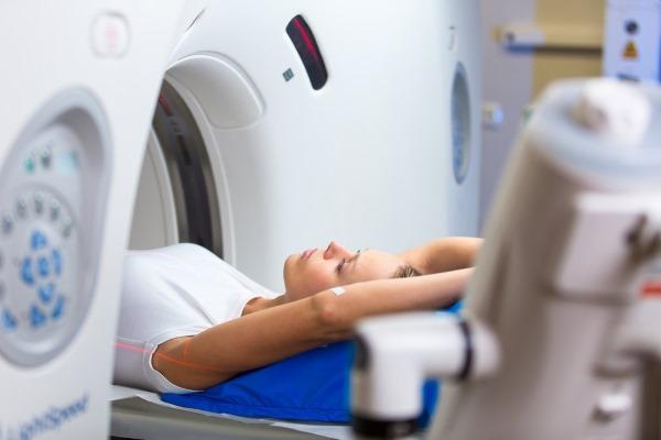 Симптомы воспаления легких у взрослых. Как проявляется температура, кашель, признаки и лечение народными средствами, антибиотики