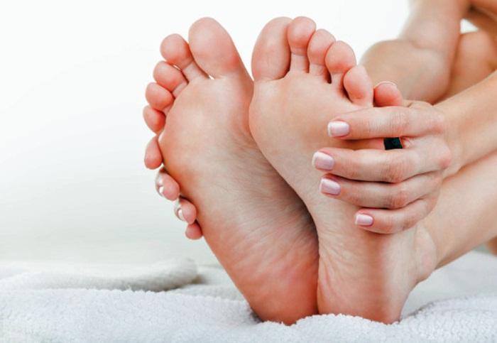 Болят ступни ног по утрам при наступании. Причины жжения, после родов, долгой ходьбы, сна. Лечение народными средствами, препараты