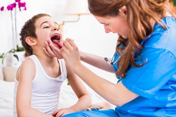 Ложный круп у детей. Симптомы и лечение народными средствами, ингаляции, антибиотики в домашних условиях. Причины возникновения, неотложная помощь