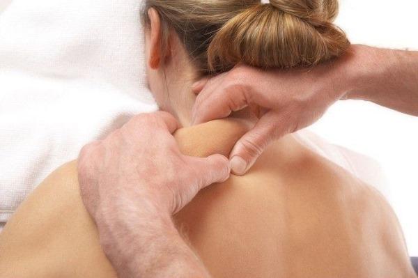 Шейно-воротниковая зона массаж. Видео, показания, польза и вред, как делать. Противопоказания