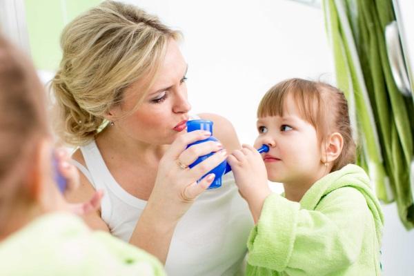 Как быстро избавиться от насморка у ребенка, взрослого, при беременности. Капли, народные средства