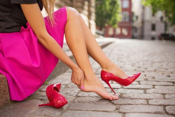 Мерзнут ноги. Причины у женщин, к какому врачу обратиться, что лечить
