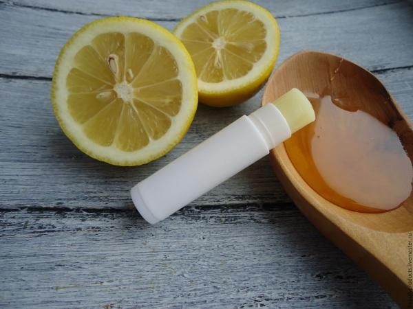 Почему трескаются уголки рта, болят, кровоточат. Причины, лечение, каких витаминов не хватает. Чем мазать