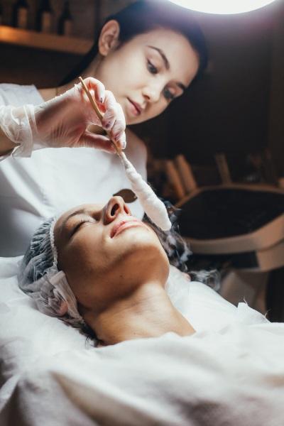 Почему выпадают брови у женщин. Причины, как лечить, признаки заболеваний