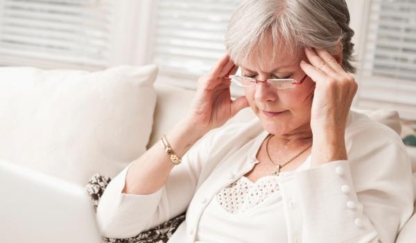 Заложенность в ушах. Причины и лечение шума, звона, боли в горле, при насморке, от удара, после сна. Чем капать