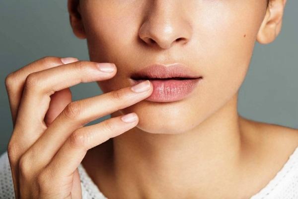 Как быстро вылечить обветрившиеся губы