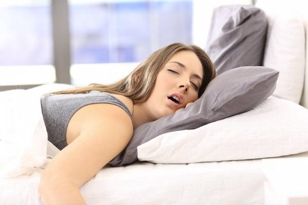 Повышенное слюноотделение у женщин и мужчин: основные причины
