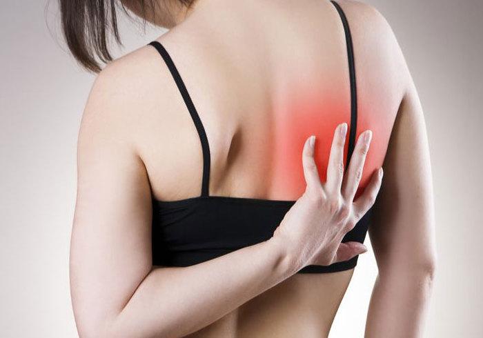 Боль под правой лопаткой сзади со спины. Причины и лечение