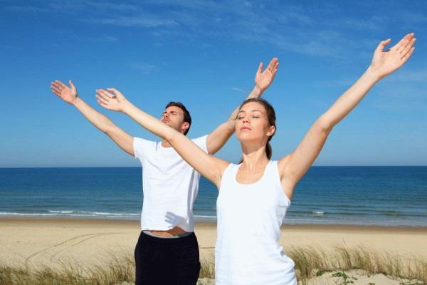 Тяжесть в грудине посередине давящая, ком в горле, кашель, одышка, отрыжка. Что делать, причины