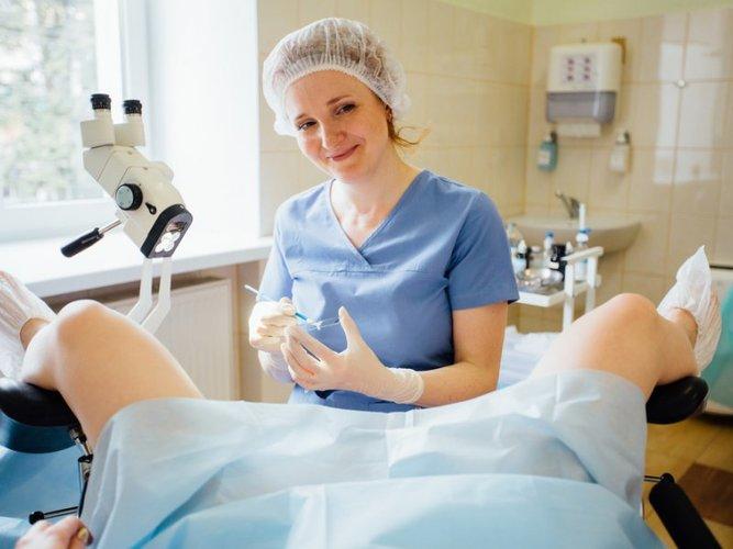 Тяжесть внизу живота у женщин. Причины перед месячными, менопаузе, климаксе, при беременности, лечение