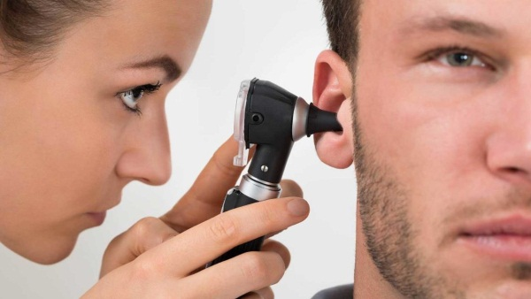 Противовоспалительные ушные капли для детей, взрослым. Недорогие с антибиотиком. Цены и отзывы