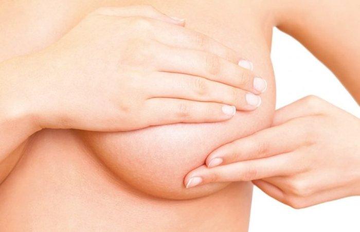 Перед месячными болит, грудные железы увеличиваются. Это нормально или нет, что делать