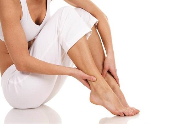 Тянет ноги причины у женщин