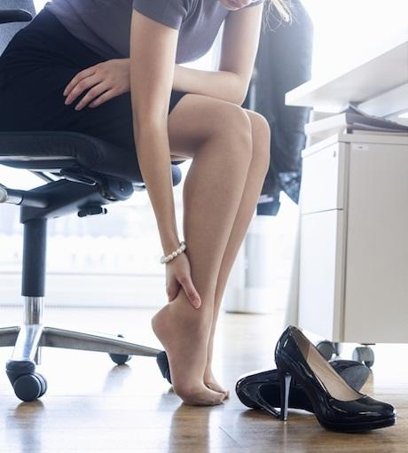 Боли в стопах ног. Причины и лечение при ходьбе, после вставания. Народные средства, мази