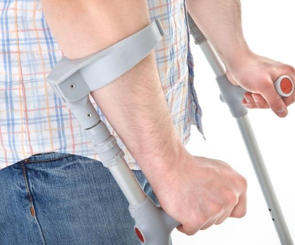 Шейка бедра. Где находится у человека, симптомы перелома, трещины, некроза, вывиха, лечение, операция, реабилитация