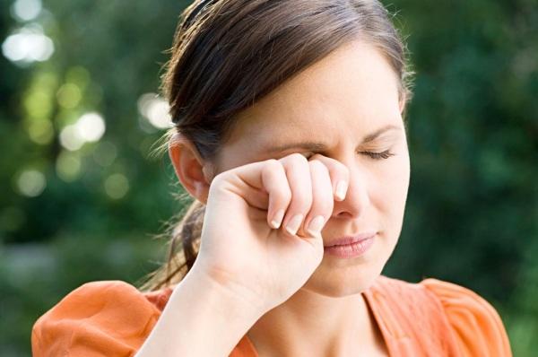 Болят глаза при движении глазными яблоками в сторону, вверх. Причины, что делать, как лечить