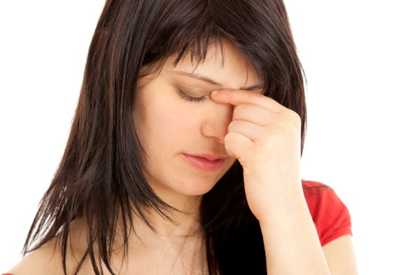Болит переносица при нажатии без травмы, насморке, наклоне головы, после удара. Причины, что делать