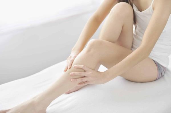 Ломит ноги у женщин, сводит, немеют. Причины, чем лечить