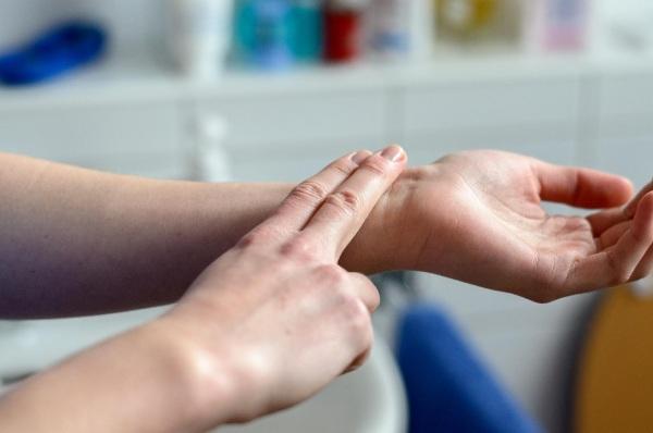 Пульс 55-60-70-80 ударов в минуту у женщин. Это нормально или нет, что значит