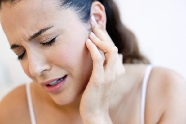 Болит ушная раковина снаружи, хрящ при надавливании, после сна. Лечение