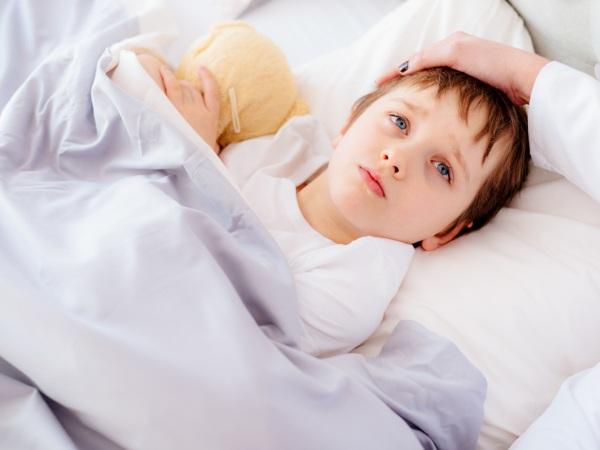 Холодный пот у ребенка без температуры. Причины ночью, с кашлем